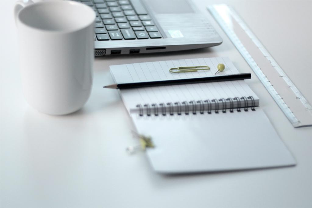 Bloc-notes, PC, outils de travail pour une communication globale