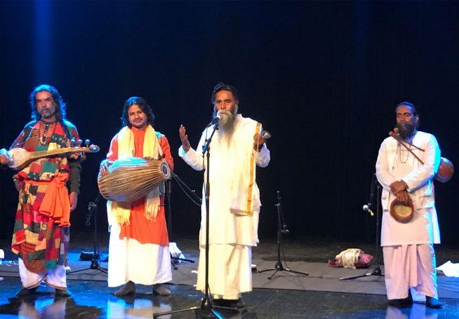 Anando Gopal et ses musiciens en concert à la Halle